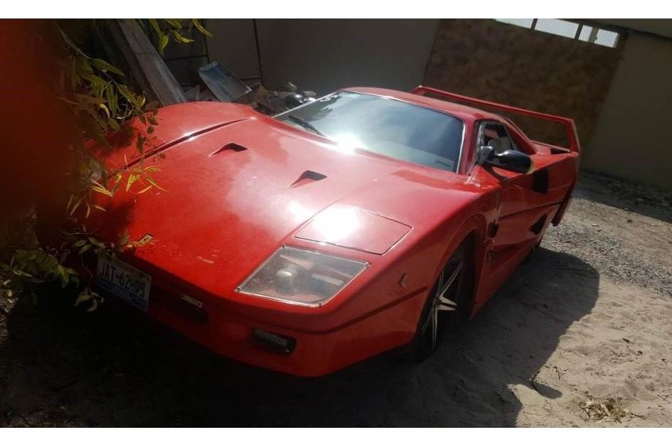 Esta réplica do Ferrari F40 feita com um Nissan Sentra é… ridícula!