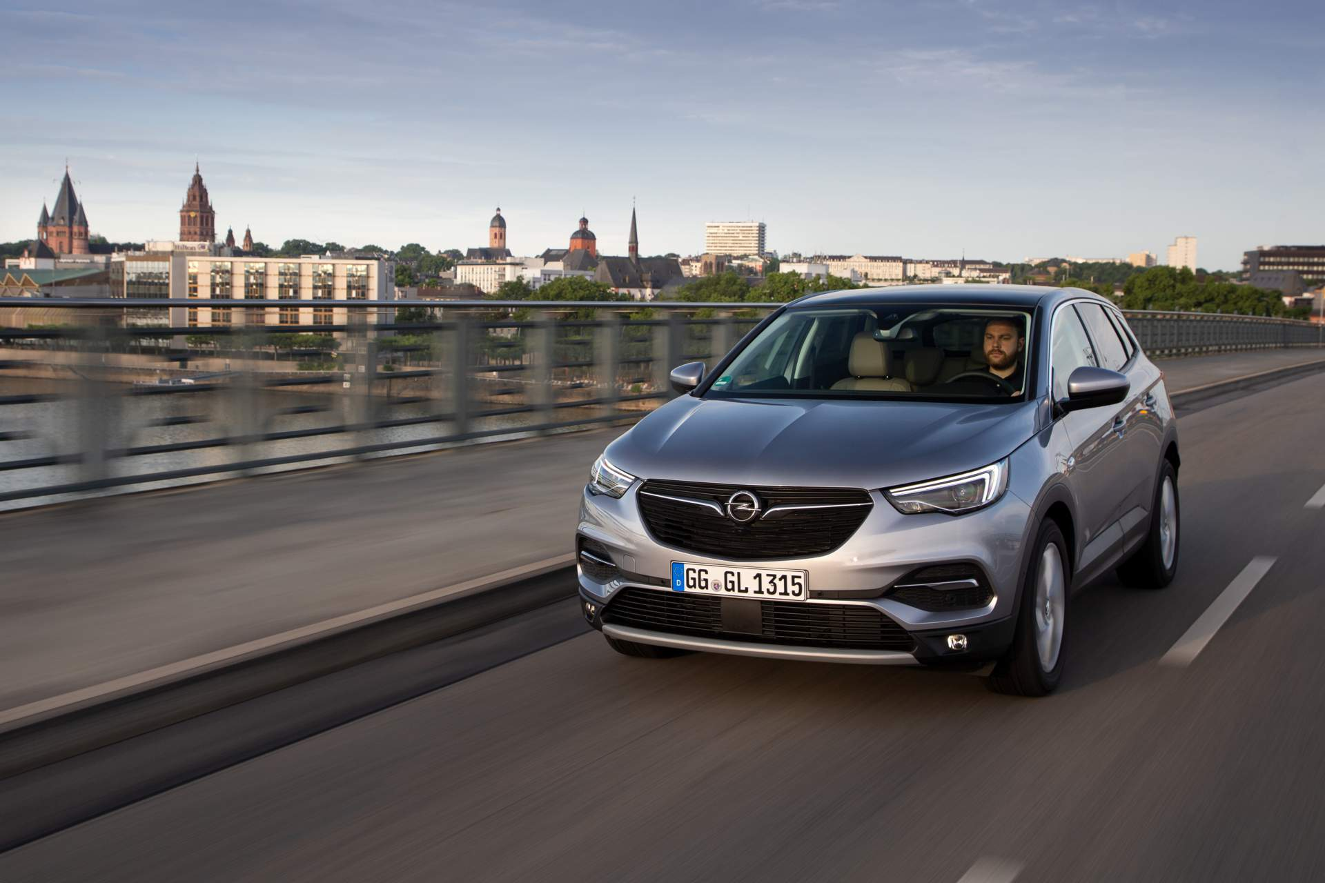 Opel Grandland X recebe novo motor a gasolina