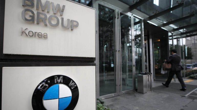 Polícia faz ataque surpresa à BMW na Coreia do Sul