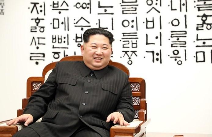 Mercedes, TV's e conhaque: os gastos luxuosos de Kim Jong-un