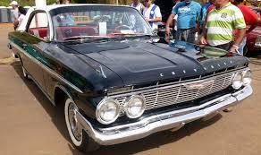 Encontro de clássicos reúne carros antigos da Chevrolet