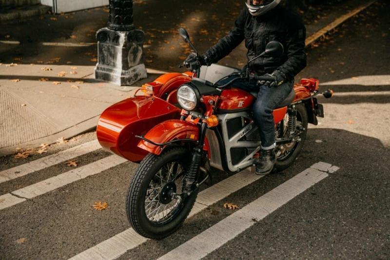 Esta é a primeira moto elétrica com sidecar