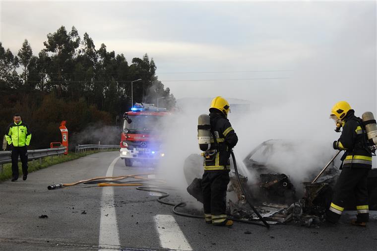 BMW incendiou na Variante Sul de Braga