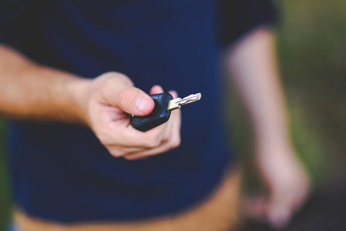 Bolt, da Chevrolet, chega como opção de carro elétrico mais acessível ao público