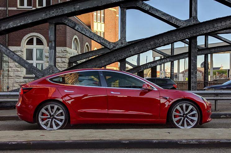 Novo Tesla 3 chega hoje à Europa