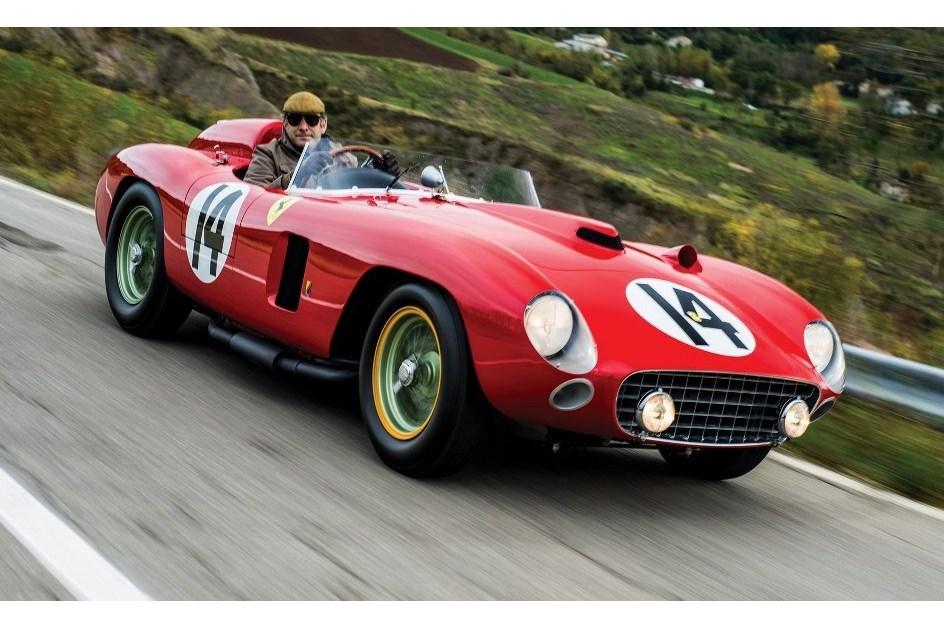Um dos quatro Ferrari 290 MM foi vendido por quase 20 milhões de euros