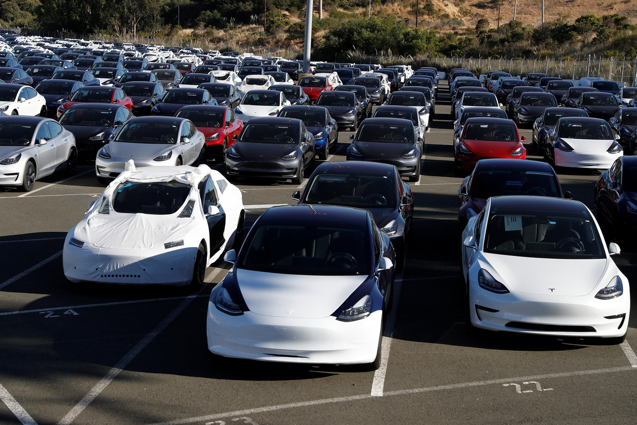 Tesla anuncia demissão de 7% dos funcionários e diz que seus carros são 'caros demais'