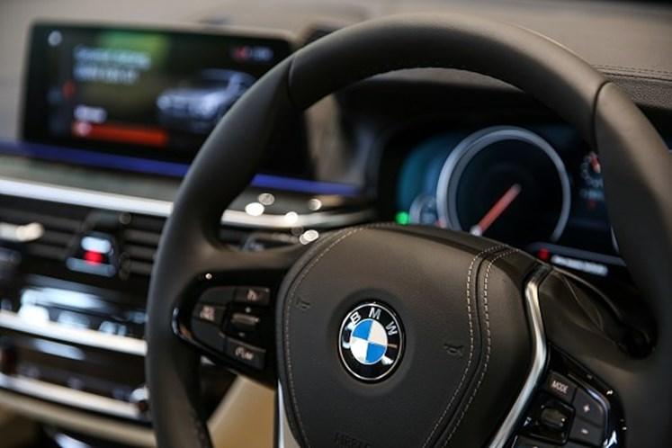 BMW desmontado para retirar peças