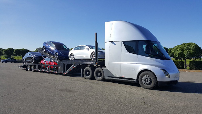 Já imaginou um camião elétrico a transportar carros