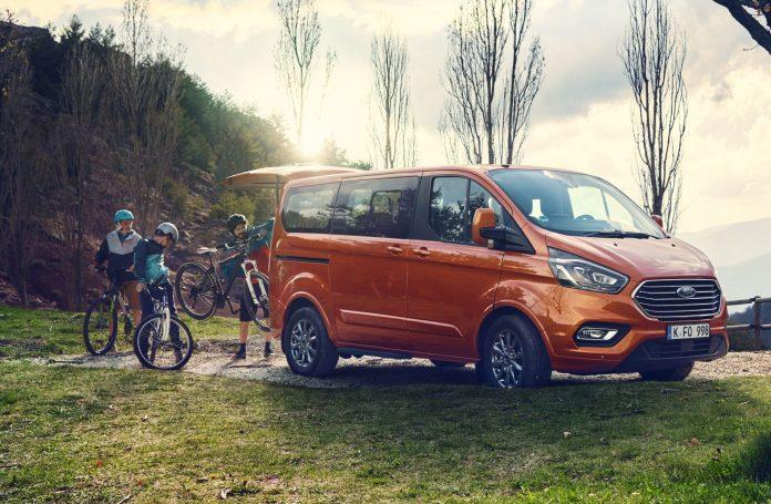 Ford Tourneo Custom estreia sistema Mild Hybrid para maior poupança