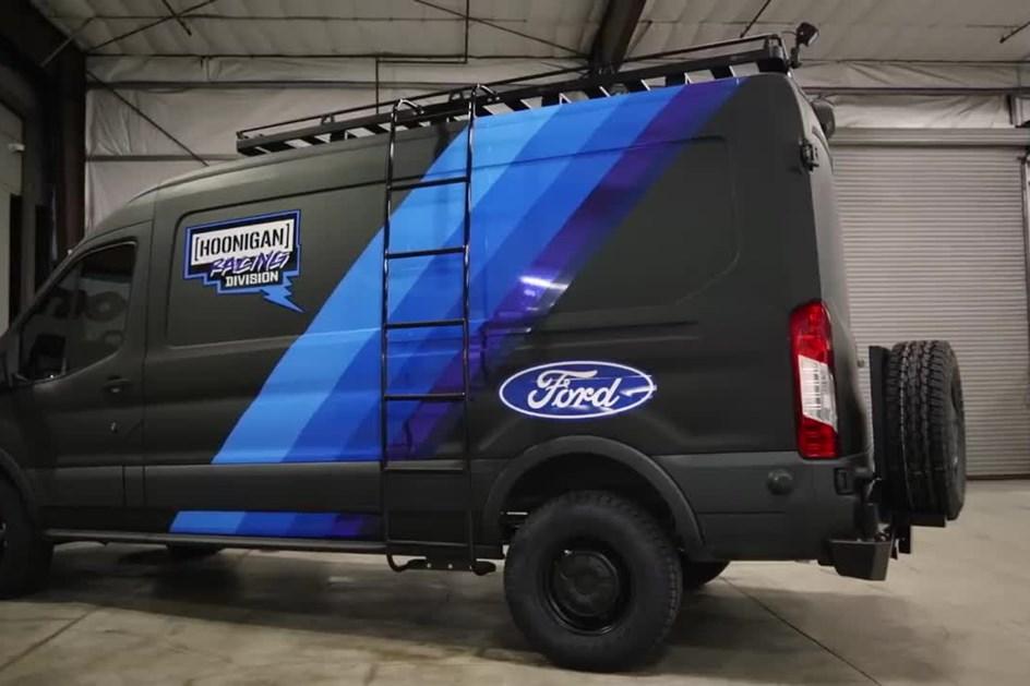 Ken Block desvendou Ford Transit especial com 310 cv de potência