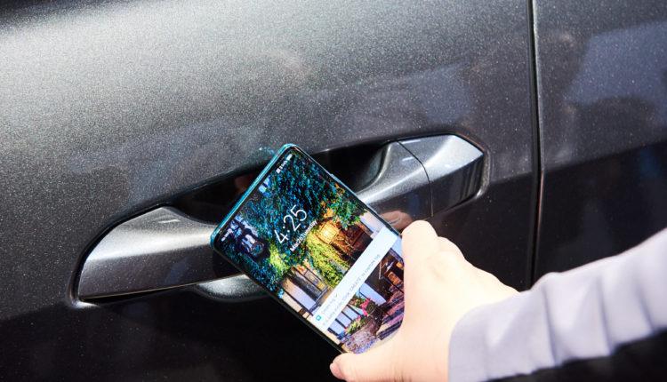 Tem um Audi? Novo Huawei P30 serve de chave!
