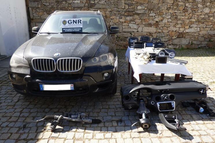 GNR apreendeu dois BMW furtados em França